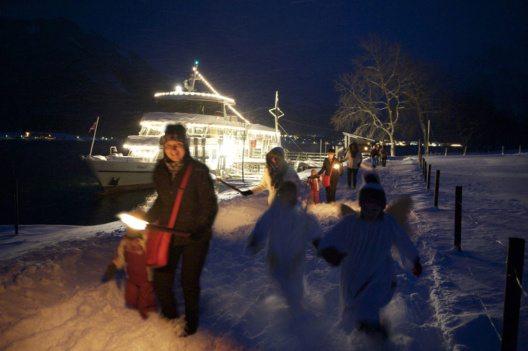 Der schwimmende Weihnachtsmarkt bei der Seeweihnacht der Achenseeschiffahrt. (Bild: Achenseeschiffahrt)
