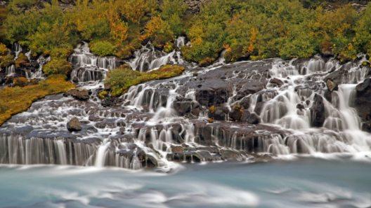 Hraunfossar, der Lavawasserfall, Suðarland, Island. (Bild: dia.ch)