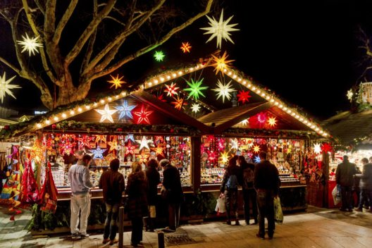 Weihnachtsmarkt in Stuttgart (Bild: AMzPhoto – istockphoto.com)