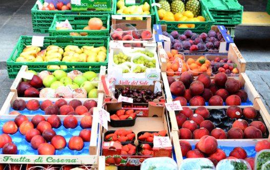 Samstagsmarkt in Bellinzona (Bild: Steve Cukrov – Shutterstock.com)