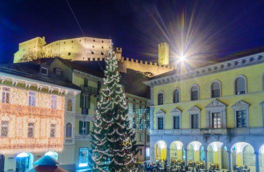 Weihnachten in Bellinzona (Bild: RnDmS – Shutterstock.com)