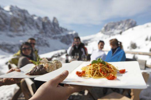 Eine kulinarische Skipause (Bild: Südtirol Marketing)