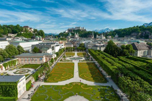 Sehenswürdigkeiten Salzburg, Blick über den Mirabellgarten auf die Salzburger Altstatdt (Bild: Salzburg Tourismus GmbH)