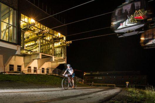 Die spektakuläre Kulisse bei der Alpenhaus Trophy Night Hillclimb begeisterte nicht nur Fahrer, sondern auch Zuschauer. (Bild: TVB Paznaun – Ischgl)