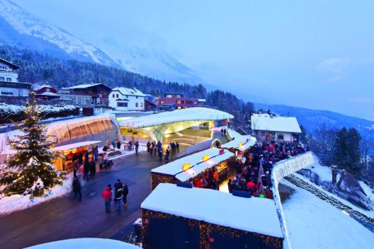 Panoramachristkindlmarkt auf der Hungerburg mit faszinierender Aussicht auf die Stadt. (Bild: © nnsbruck Tourismus/ Lackner)