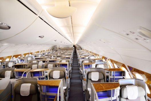 Die neuen Airbus A380- und Boeing 777-300ER-Flugzeuge für die Fluggesellschaft Emirates werden ausgeliefert.