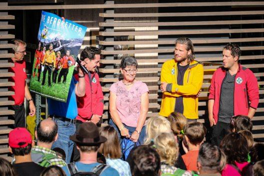 """""""Bergretter""""-Serienfan Karen reiste sogar extra aus den USA nach Österreich, um bei der Fanwanderung in der Ramsau dabei zu sein. (Bild: Martin Huber)"""