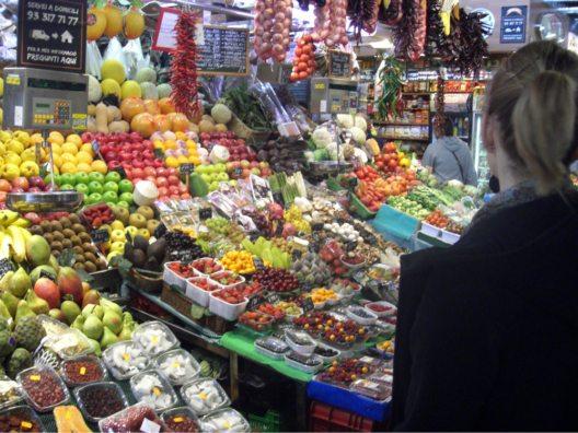 Snacks für zwischendurch gibt's im Mercat de Santa Caterina oder in einer der anderen Markthallen Barcelonas. (Bild: © AHM PR)