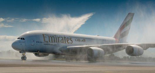 Die Erstlandung einer Emirates A380 in Christchurch wurde mit traditionellen Wasserfontänen begrüsst.