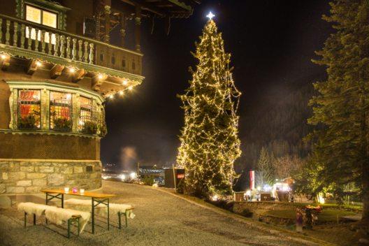 """Heimelige Atmosphäre beim alljährlichen """"Adventzauber im Park"""" rund ums Museum von St. Anton am Arlberg. (Bild: © TVB St. Anton am Arlberg/Die West)"""