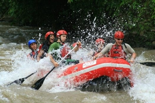 Costa Rica - Rafting im Balsa-Fluss (Bild: © GetYourGuide)