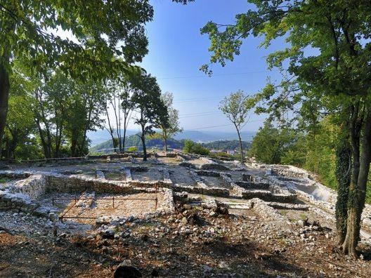 Archäologiepark Tremona Castello am Monte San Giorgia