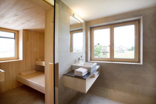 Schtubat Andelsbuch - Badezimmer & Sauna (Bild: © schtub.at/Wolfgang Mätzler)