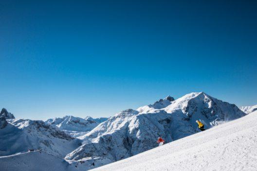 Skifahren in Lech Zürs am Arlberg (Bild: © Lech Zürs Tourismus/Christoph Schöch)