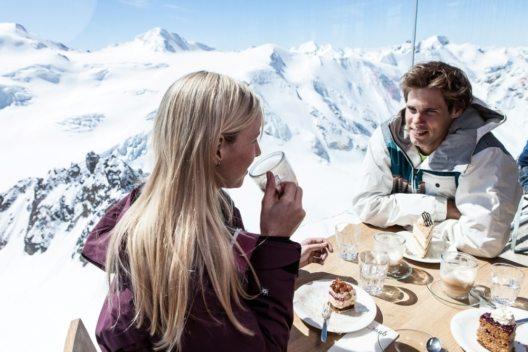 Österreichs höchstgelegenes Café auf 3.440 Metern Seehöhe am Pitztaler Gletscher. (Bild: © Pitztaler Gletscherbahnen, Daniel Zangerl)