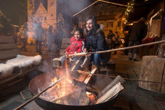 Adventmarkt St. Johann (Bild: Advent in Tirol / Weihnachtsmarkt St. Johann)