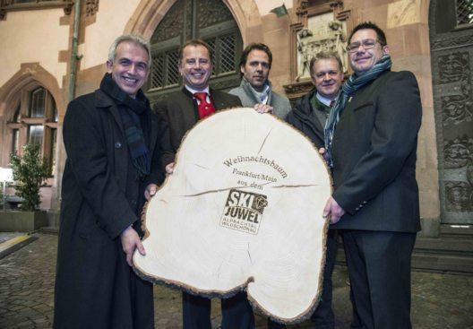 BM Peter Felfmann (FFM), BM Hans Jürgen Neuhauser (Brandenberg), Reinhard Wieser, Ludwig Schäffer und Markus Kofler vom Ski Juwel Alpbachtal Wildschönau. (Bild: © Heike Lyding)