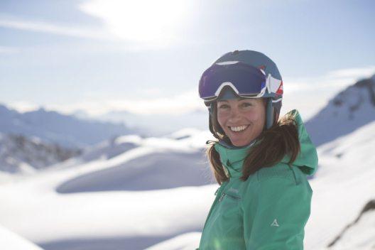 Weibliche Wintersportfans geniessen in und um St. Anton am Arlberg besondere Vorzüge. (Bild: Schöffel/Michael Müller/KME Studios, ONYONE Europe)