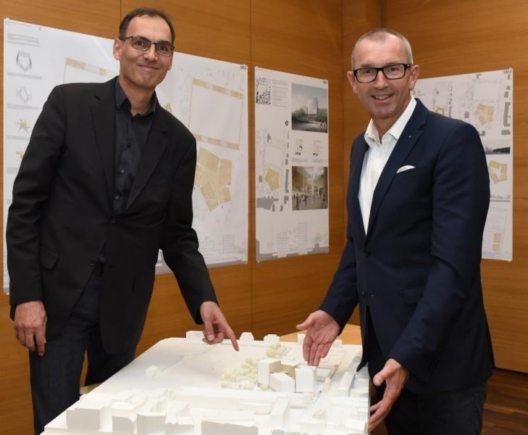 MCI-Infrastrukturchef Tommy Mayr mit MCI-Rektor Andreas Altmann. (Bild: © MCI)