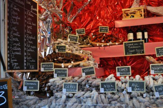 Weihnachten in Paris (Bild: Ilona Ignatova – Shutterstock.com)