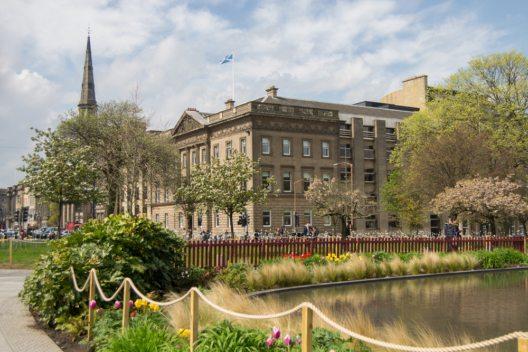 Der St Andrew Square in Edinburgh. (Bild: © Genia - shutterstock.com)