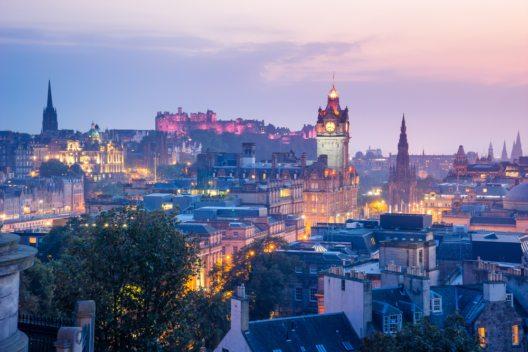 Edinburgh vom Calton Hill aus gesehen. (Bild: © alice-photo - shutterstock.com)