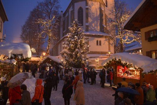 Bis zu 80.000 Besucher pilgern jährlich auf den Bad Hindelanger Erlebnis-Weihnachtsmarkt, der 2016 zum15. Mal stattfindet. (Bild: © Bad Hindelang Tourismus/Wolfgang B. Kleiner)