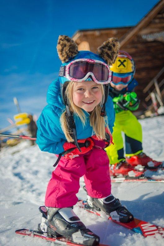 Den kleinen Pistenflitzern wird in der Region Schladming-Dachstein mit viel Spaß und Action die Freude am Skisport vermittelt. (Bild: © Christine Höflehner)
