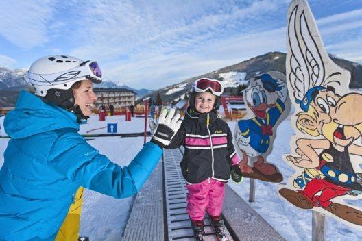 Die Region Schladming-Dachstein wartet im Winter mit einem umfassenden Angebot für Familien mit Kindern auf. (Bild: © Christine Höflehner)