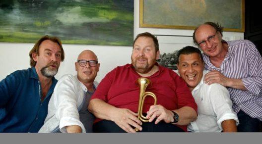 Carambolage Ottfried Fischer mit seiner Band Die Heimatlosen (Bild: © Roy Coaster)