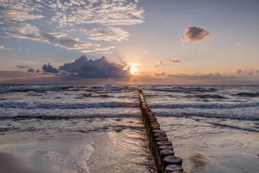 Radurlaub zum Träumen - Sandstrand, Wind und Wellen liefern die perfekten Zutaten zum Träumen und Entspannen während eines Radurlaubs auf dem Darss mit Radweg-Reisen.