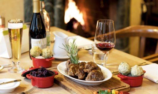 Eine Zeit lang schien er vergessen, doch nun ist er wieder da, der Sonntagsbraten. In der Weinstube des Hotel Zumnorde in Erfurt erlebt er durch die Kochkünste des Küchenchefs Andreas Müller eine Renaissance.