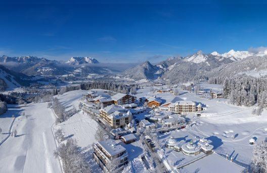 Winterwelt rund um den Peternhof (Bild: © Hotel Peternhof)