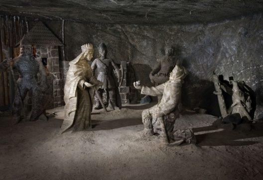 "Figuren in der Salzmine ""Wieliczka"" (Bild: © Marek Gardulski)"