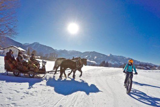 Auf dem Fatbike durch die Urlaubsregion Schladming-Dachstein: Geführte Touren in verschiedenen Schwierigkeitsgraden lassen das Mountainbiker-Herz auch im Winter höher schlagen. (Bildquelle: alpinefatbike.com)