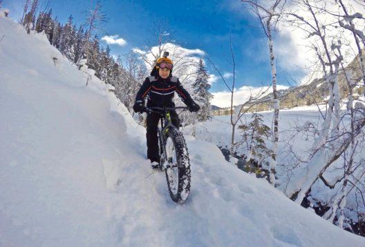 Mit Fatbikes können Gäste die Urlaubsregion Schladming-Dachstein auch im tiefsten Winter vom Sattel aus erkunden. (Bildquelle: alpinefatbike.com)
