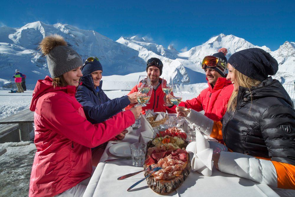 Kulinarisch geniessen in St. Moritz (Bild: ENGADIN St. Moritz/swiss-image.ch/Christof Sonderegger)