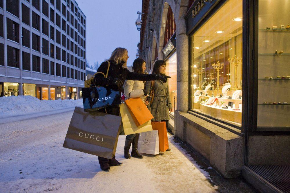 Shopping in St. Moritz (Bild: ENGADIN St. Moritz By/swiss-image.ch/Daniel Martinek)