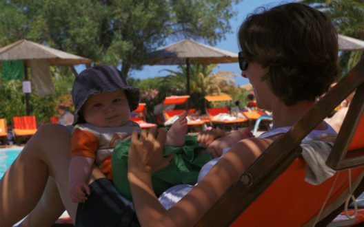 Baby in Cala di Falco (Bild: © Delphina Hotels & Resorts)