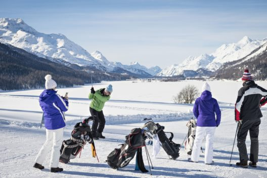 Wintergolf (Bild: © Gemeinde Silvaplana  / Gian Giovanoli / kmu-fotografie.ch)