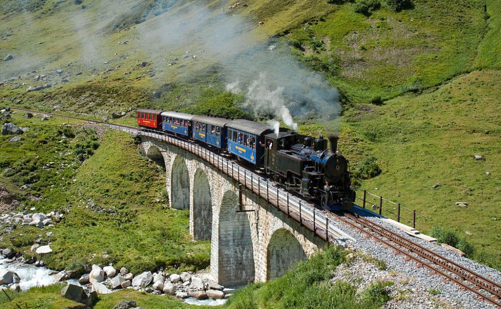 Gute Fahrt mit der Furka Dampfbahn! (Bild: Kabelleger / David Gubler / http://www.bahnbilder.ch, Wikipedia, CC BY-SA 3.0)