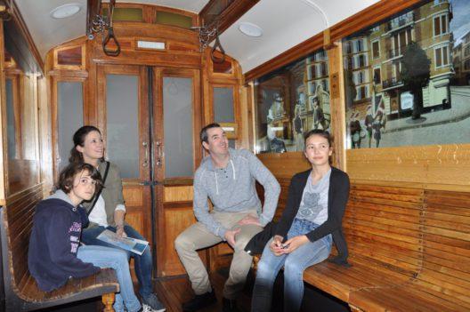 Tramoscope (mit Besuchern) (Bild: © Tourisme neuchâtelois)