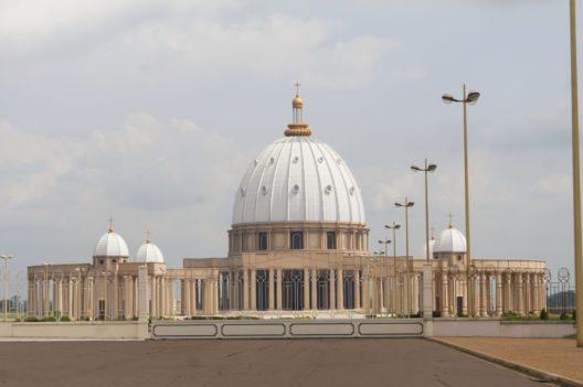 Petersdom in Afrika (Bild: © Roman Yanushevsky - shutterstock.com)