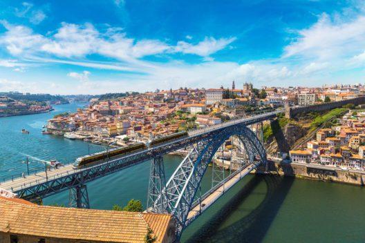 Porto (Bild: © S-F - shutterstock.com)