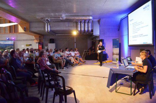 An der 19. Mitgliederversammlung im Hangar des Flugplatzes Speck nahmen 74 Personen teil