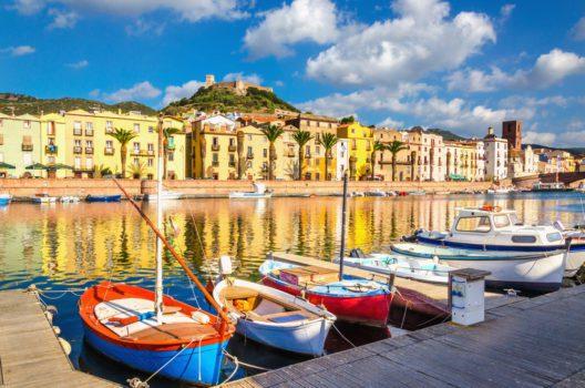 Boote am Fluss Temo in Sardinien (Bild: © Anna Jedynak - shutterstock.com)