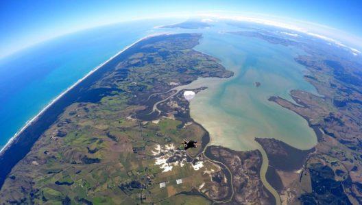 Skydiving in Auckland (Bild: © GetYourGuide)