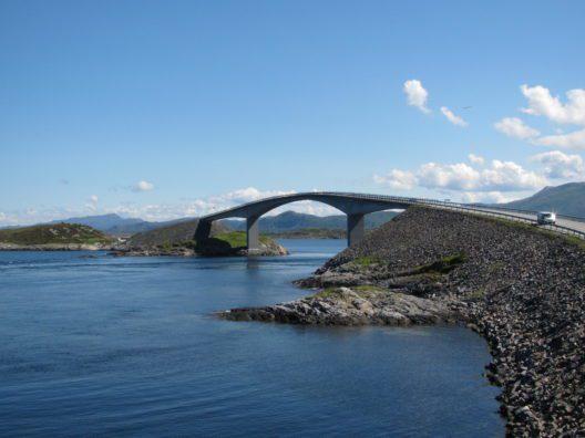 Atlantikstrasse in Norwegen (Bild: © Marion Granel - pixelio)