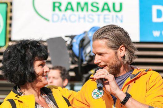 Hauptdarsteller Sebastian Ströbel mit Fan. (Bild: Martin Huber)