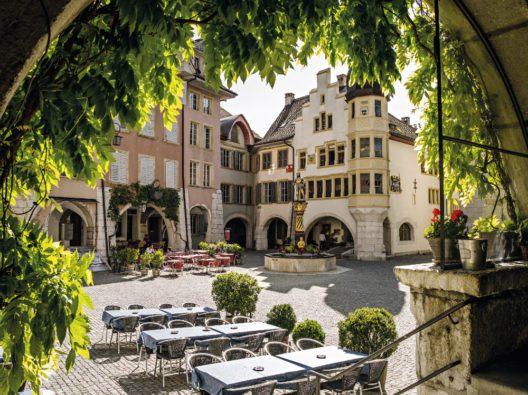 Biel: Altstadt mit Ring und Venner-Brunnen (Bild: Schweiz Tourismus / swiss-image.ch / Markus Bühler-Rasom)
